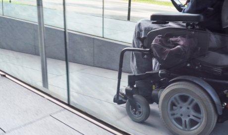 Location de fauteuil roulant manuel en pharmacie à Frontenex